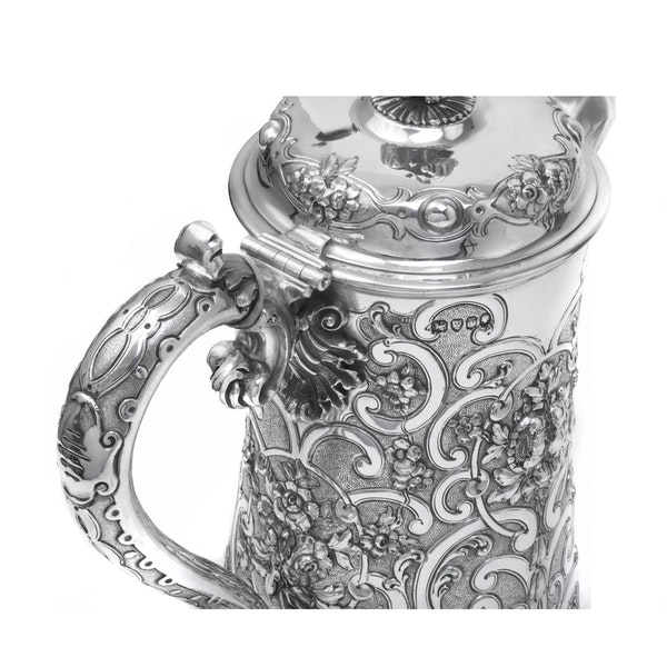 Silver tankard by Robert Hennell - image 4
