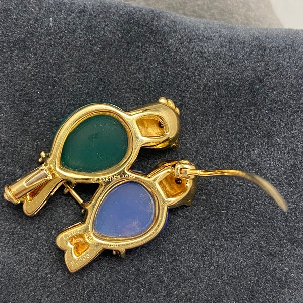 Cartier signed Lovebirds Brooch Chrysoprase, Blue Chalcedony and Diamonds in 18ct Gold dated 1991, SHAPIRO & Co since1979 - image 6