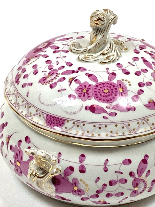 Circular Meissen tureen and cover - image 2