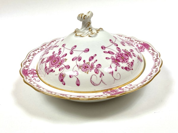 Pair 19th century Meissen vegetable tureens and covers - image 3