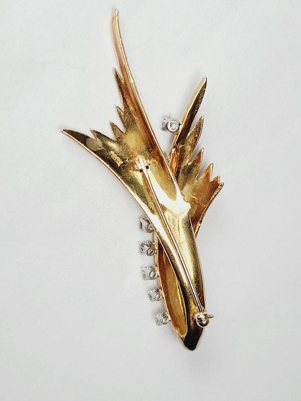 Stylish 1960's 18ct gold and diamond brooch sku 5023  DBGEMS - image 3