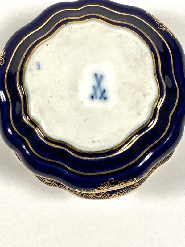 Meissen inkwell,cover and stand - image 12