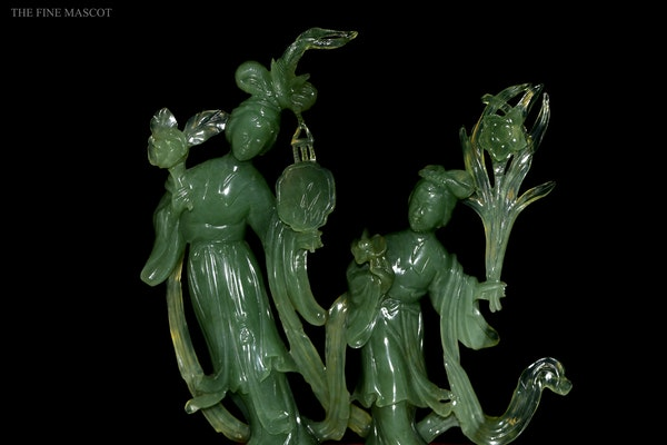 Green jade carved lady's sculpture - image 5