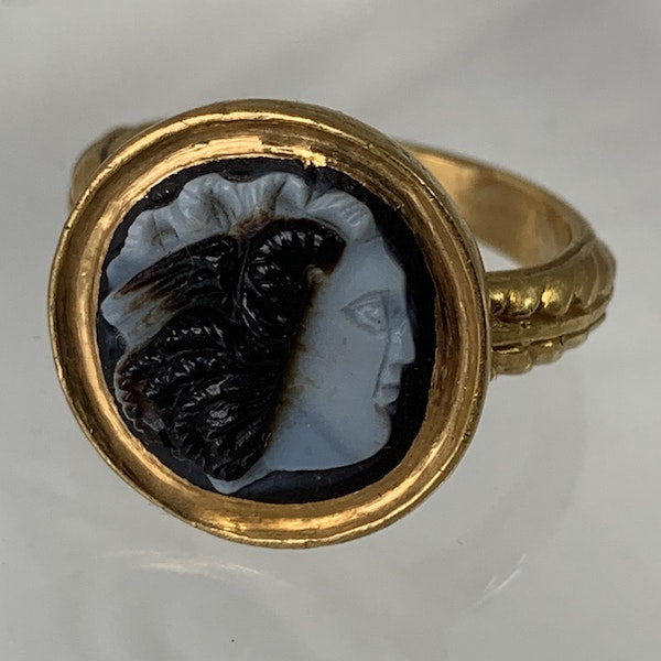 Ancient Roman cameo of Medusa in gold ring - image 3