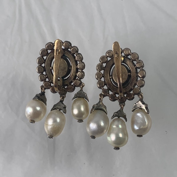 Pair of 1760 silver earrings with diamonds and pearls - image 2