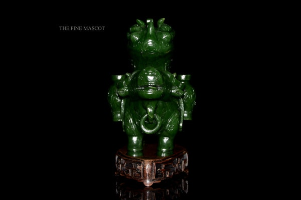 Green jade nephrite animal sculpture - image 1