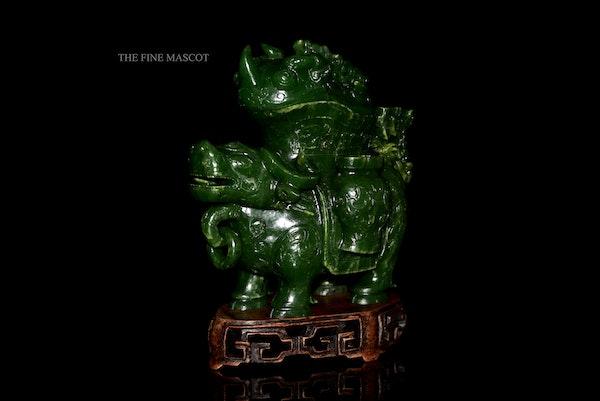 Green jade nephrite animal sculpture - image 3