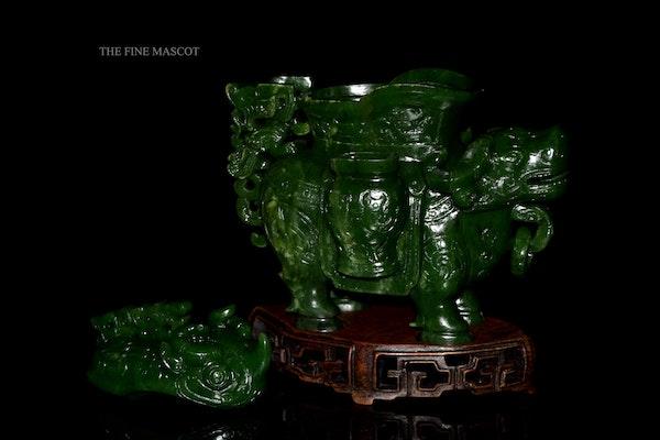Green jade nephrite animal sculpture - image 6
