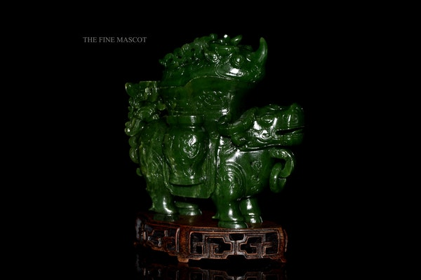 Green jade nephrite animal sculpture - image 7