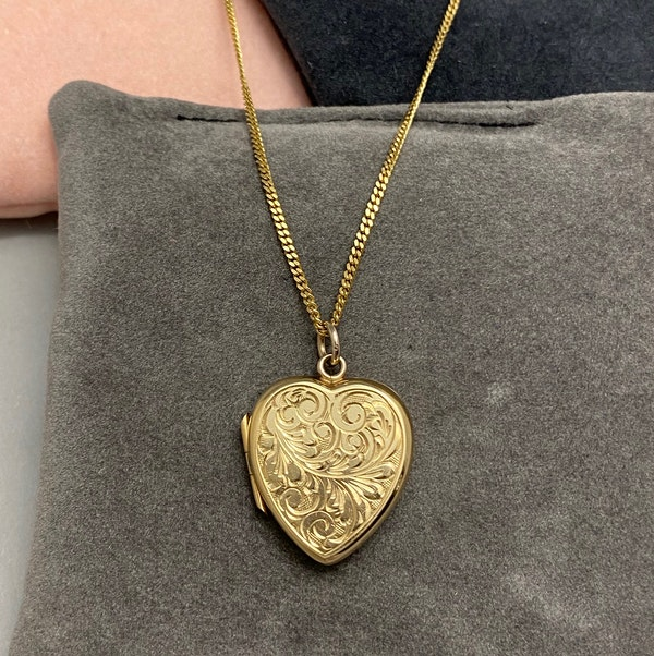 Locket in 9ct Gold dated London 1980, Lilly's Attic since 2001 - image 4