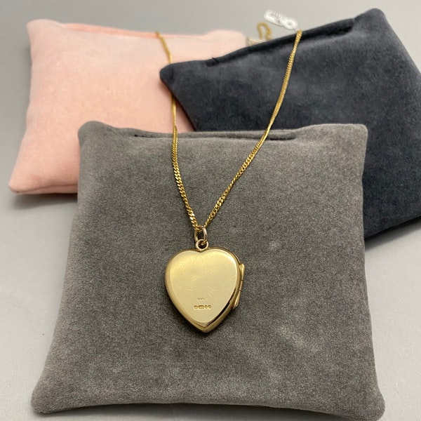 Locket in 9ct Gold dated London 1980, Lilly's Attic since 2001 - image 2