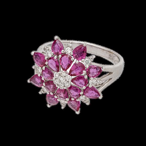 Star/flower shaped ring - image 1