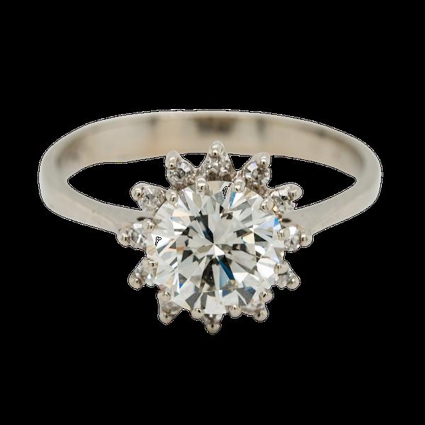 Diamond cluster ring. 1.65 ct est centre diamond - image 1