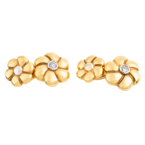 Vintage Cufflinks in 18 Karat Gold of a Flower with Diamond Centre, Continental circa 1960. - image 1