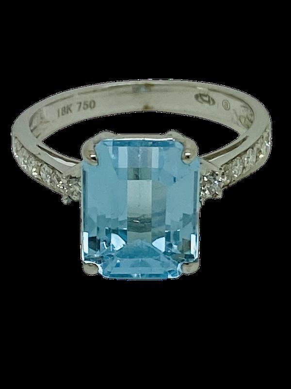 18K white gold Diamond and Topaz Ring - image 1