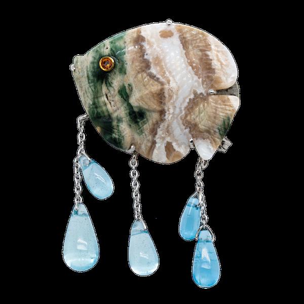 Jasper and aquamarine fish shaped gold brooch - image 1