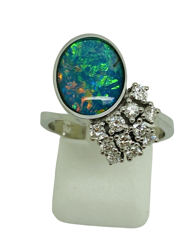 18K white gold Opal and Diamond Ring - image 1