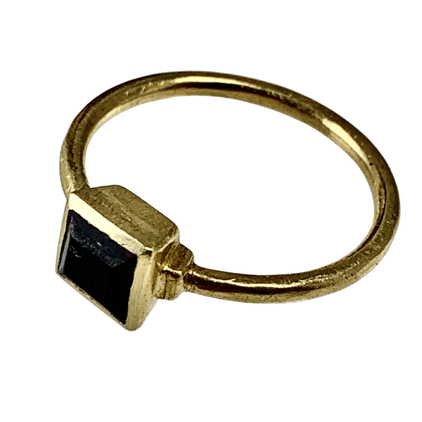 Fifteenth century gold ring with garnet - image 1