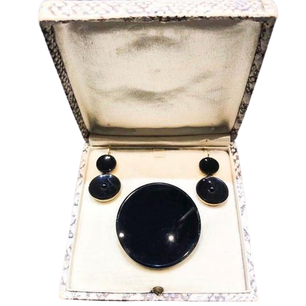 An Onyx Gold Earrings and Brooch Set - image 1
