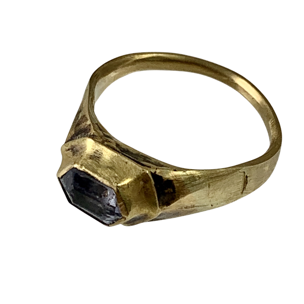 Early sixteenth century gold ring with sapphire - image 1