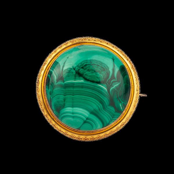 A Malachite Cabochon Brooch - image 1