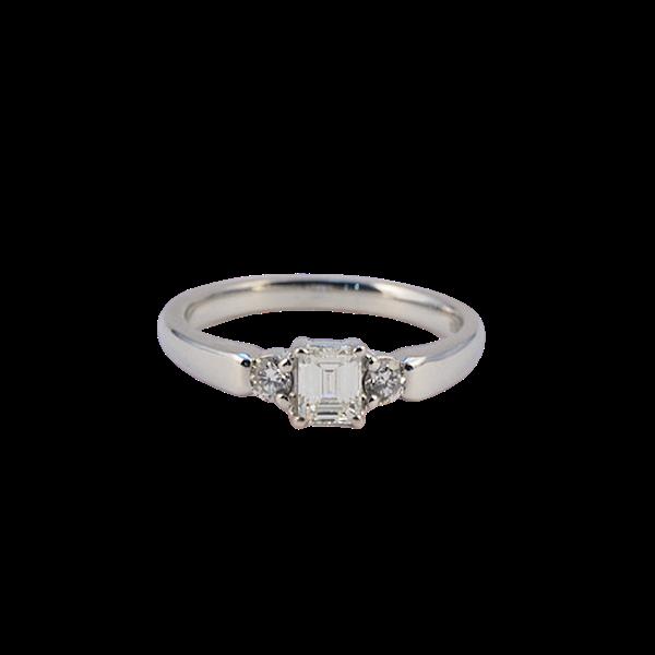 1980's, 18ct White Gold Emerald Cut & Brilliant Cut stone set Ring, SHAPIRO & Co - image 8