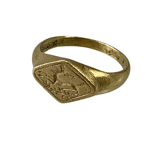 Late Roman gold ring with engraved stag - image 1