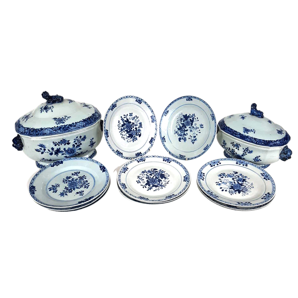 Two Chinese Tureens and a set of 12 plates - image 1