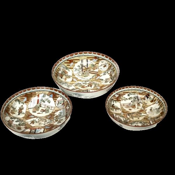 Set of three Japanese Kutani bowls decorated with Samurai - image 1