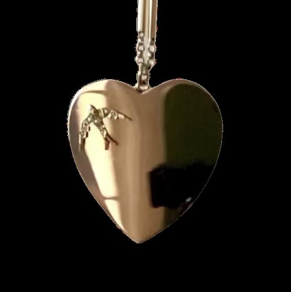 A Gold Heart Pendant - image 1