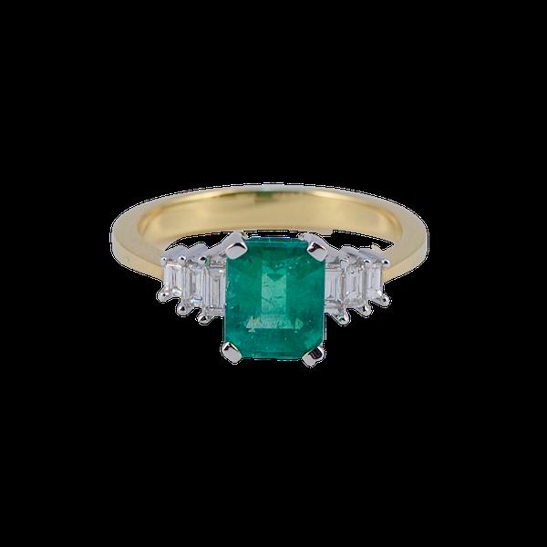 Emerald Diamond Ring in 18ct Gold date circa1980 SHAPIRO & Co since1979 - image 4