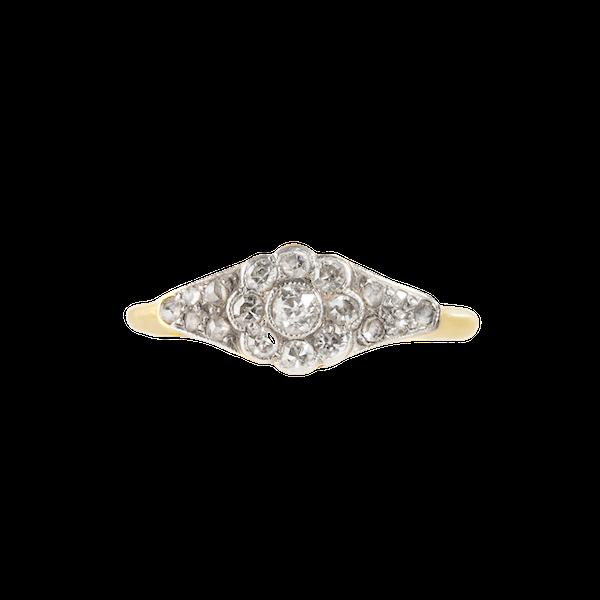 A Diamond Daisy ring - image 1