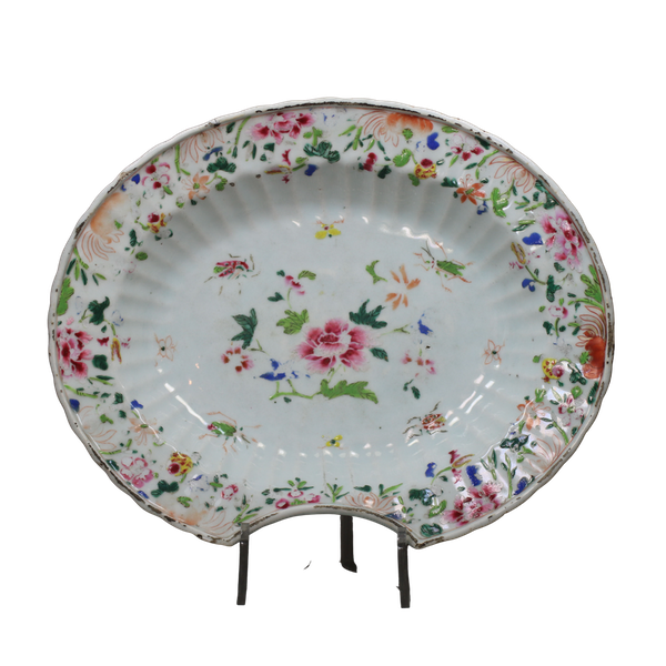 Chinese famille rose fluted barber's bowl, Qianlong (1736-95) - image 1