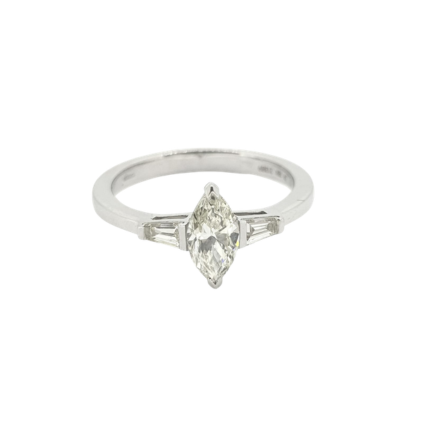 Marquise Diamond ring in 18ct white gold - image 1