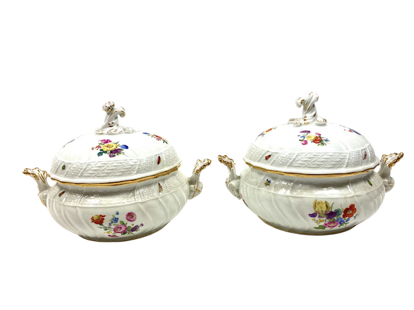 Pair of Meissen tureens and covers - image 1