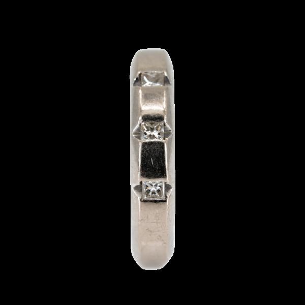 18 ct white gold wedding ring set with 3 emerald cut diamonds - image 1