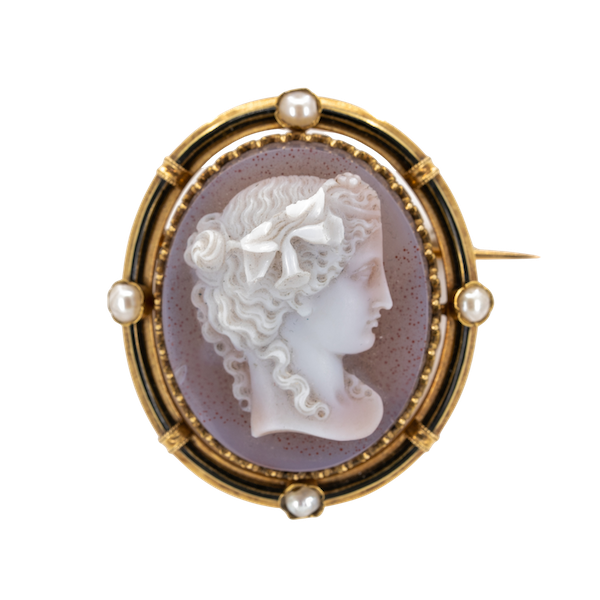 French hard stone cameo brooch of a lady  in 18 ct gold . Fine hard stone and enamel and pearl - image 1